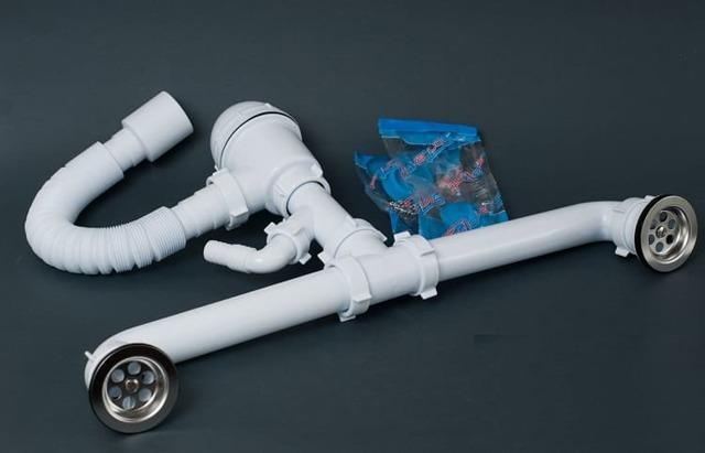 Сифон двойной бутылочный с одним отводом переливом с гибкой трубой