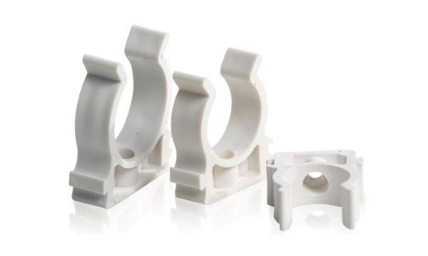 Скобы пластиковые для фиксации труб