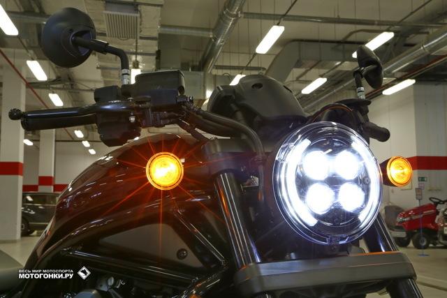 Мотоцикл у которого труба под сиденьем