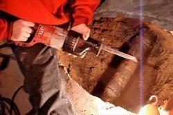 Как обрезать чугунную трубу канализации