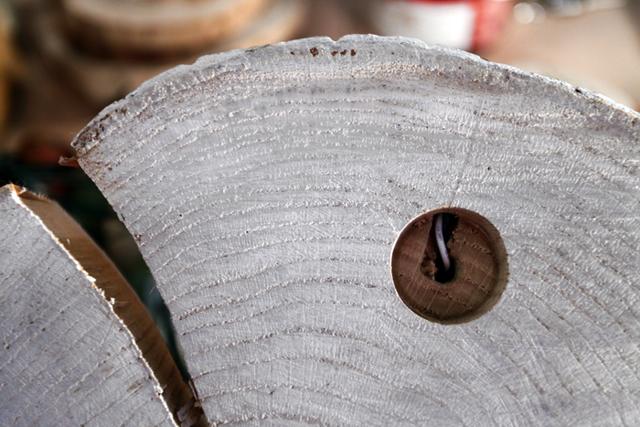 Светильник из профильной трубы в стиле лофт