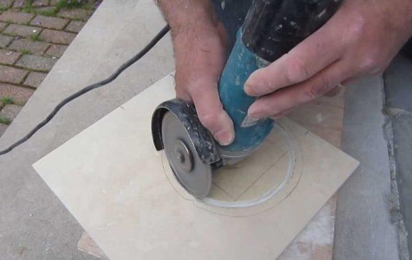Сделать дырку в полу для труб